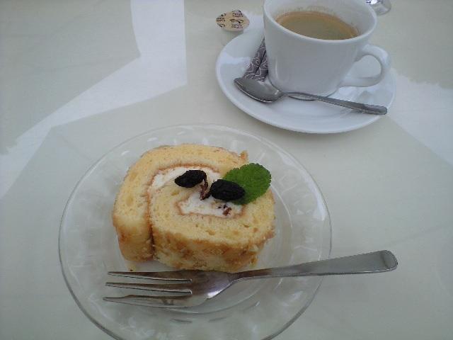 ココファーム・ワイナリーカフェのロールケーキと珈琲